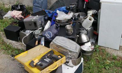 Blitz in due box a Cantù: erano depositi illeciti di rifiuti speciali FOTO