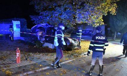 Guida dopo aver bevuto poi si schianta: morta l'amica di 19 anni