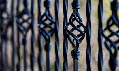 """Parco di Capiago, aperto ma non per tutti. Il sindaco: """"Pronto ad accogliere un volontario per il cancello di via Legnano"""""""