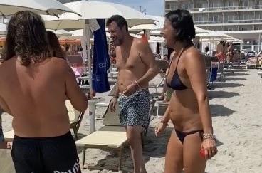 Minacce all'ex vicesindaco che filmò Salvini in spiaggia