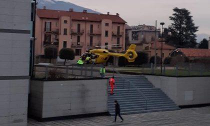 Cade dal balcone a Erba: paura per un 24enne