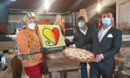 Mariano, la pizza col cuore dell'artista Gregorio Mancino per aiutare le associazioni