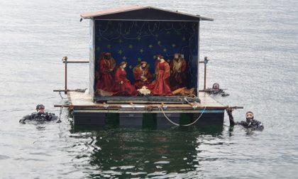 A Cernobbio arriva il presepe galleggiante FOTO