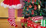 Como, al via il Verde Natale di Fondazione Volta: in città elfi in bicicletta, Babbi Natale giocolieri e zampognari