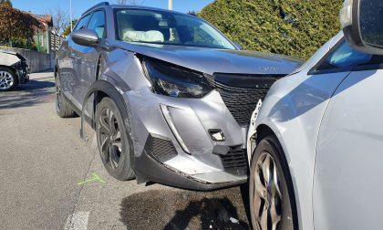 Incidente tra due auto: ferite cinque persone