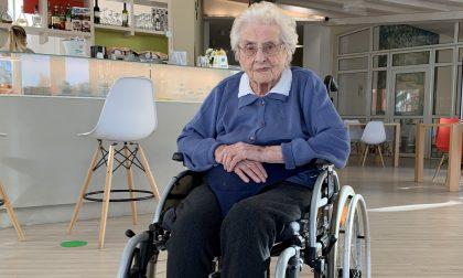 Nonna Giulia vaccinata contro il Covid a 101 anni