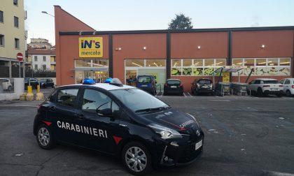 Rapina al supermercato a Como: deferiti due giovani