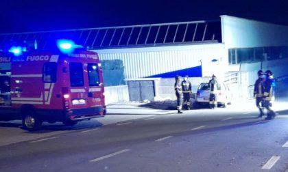 Incidente ad Albavilla: giovane si schianta contro il muro di una carrozzeria