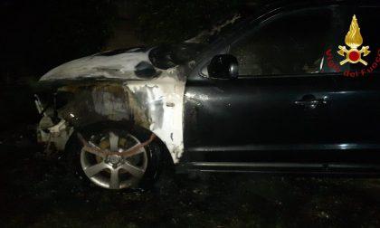 Bulgarograsso, auto in fiamme in via Monte Rosa