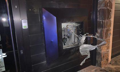 Assalto con l'esplosivo al bancomat in centro a Sorico