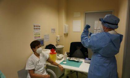 Immunità di massa entro agosto: per raggiungerla a Como servono 4.200 vaccini anti Covid al giorno