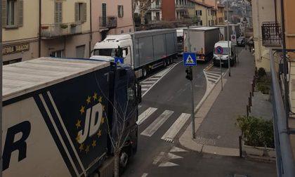 Uscita Lago di Como chiusa e divieto ai mezzi pesanti: a Monte Olimpino e Ponte Chiasso è caos
