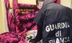 Abiti di grandi marche contraffatti: la Finanza trova magazzino a Busto e stamperia nel Comasco