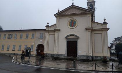 Chiusa la chiesa di San Vincenzo a Cremnago dopo che dei vandali hanno bruciato il basamento di una statua