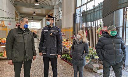 Un'area di sosta per le consegne e di degustazione per i clienti: le richieste al Comune del Mercato Coperto di Como