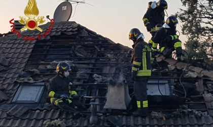 Incendio a Cantù: danni ad un tetto
