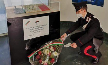 """Fiori e una lettera per il Carabiniere Iacovacci da una signora comasca: """"Uomini e donne dell'Arma, sono orgogliosa di voi"""""""
