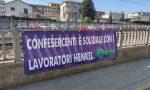 Chiusura Henkel, con uno striscione arriva la solidarietà di Confesercenti ai lavoratori