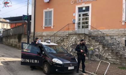 Rapinarono in stazione a Cadorago e su un treno a Rovello: arrestati in tre