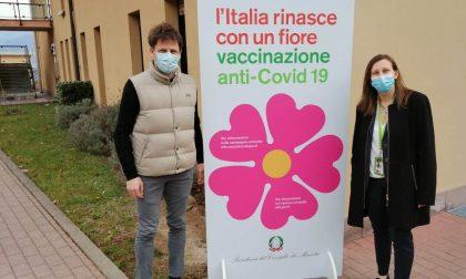 Menaggio, un tendone donato dal Comune davanti all'ospedale per accogliere gli over 80 che devono vaccinarsi