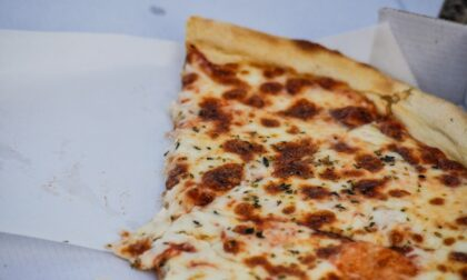 """Como, vuole consegnare due pizze mai ordinate per conto di Pizzeria Italiana: """"Non era un nostro dipendente"""""""