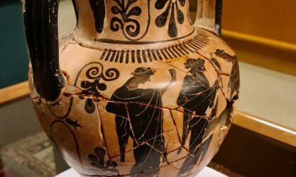 L'anfora del VI secolo a.C. sequestrata per contrabbando torna nelle mani dell Soprintendenza
