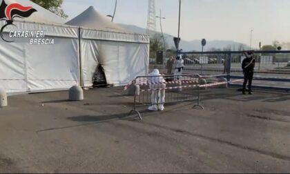Brescia, lanciata una molotov contro un centro vaccinale