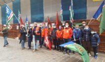 Lavoratori agricoli in protesta davanti alla Prefettura