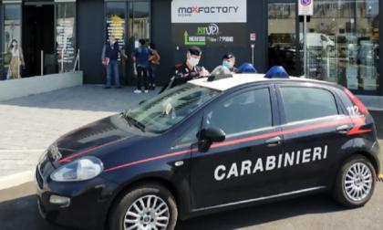 Blitz dei Carabinieri da MaxFactory a Montano: mille euro di multa e un giorno di chiusura