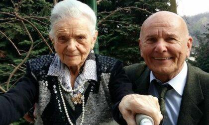 A 104 anni la mamma del sindaco di Colverde vaccinata a domicilio