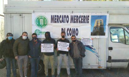 """Confesercenti, gli ambulanti di nuovo in protesta con i loro furgoni: """"Fateci riaprire"""""""