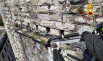 Como, dalla Torre San Vitale si staccano delle pietre: arrivano i Vigili del Fuoco