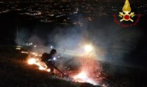 Incendio boschivo sul Cornizzolo a Canzo SIRENE DI NOTTE