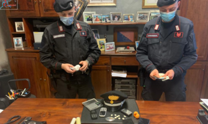 Beccati mentre vendono cocaina: arrestati dopo un inseguimento