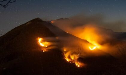 Incendio sul Monte Croce: Vigili del Fuoco ancora al lavoro per domare il rogo