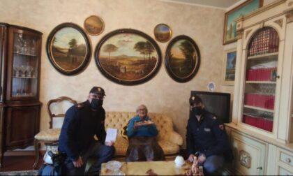 Sola a casa, a 94 anni finge di essere stata derubata e chiama la Polizia per avere compagnia