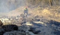 Quasi 2mila metri quadrati di verde in fumo a Cantù per un incendio boschivo
