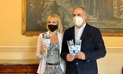 Il Comune realizza due brochure con i consigli per visitare Como