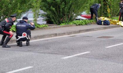 Madre e figli falciati sulla strada, l'investitore era sul posto: si era inventato lui dell'auto pirata