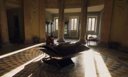 Il pianista Alessandro Martire suona all'interno del Tempio Voltiano VIDEO