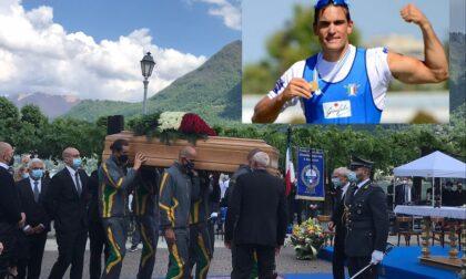"""Il giorno del dolore, folla a Cernobbio per Filippo Mondelli: """"La sua lotta è stata la nostra, non ha perso la battaglia"""""""