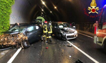 Maxi tamponamento in galleria a Cernobbio: 4 auto coinvolte e un ferito