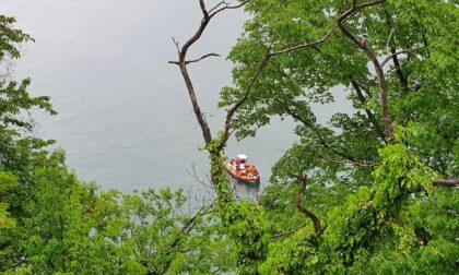 Auto finisce nel lago, morta una donna