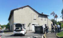 Si ribalta con l'auto tra Giussano e Mariano