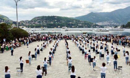 """Danza a Como: le foto dei cento ballerini in piazza Cavour per l'evento """"Le Rondini"""""""