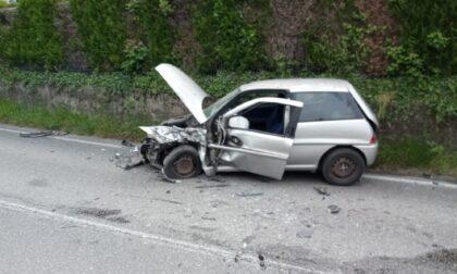 Incidente a Carimate tra due auto: feriti un uomo e una donna