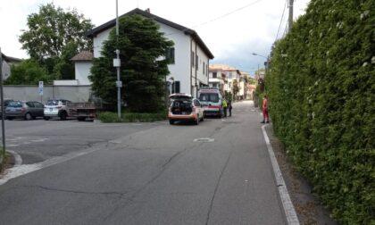 Paura a Figino Serenza: scontro auto-bici, soccorso un 14enne