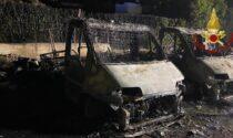 Camper in fiamme a Lenno, scoppia anche una bombola: aperte le indagini