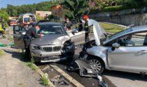 Schianto frontale tra due auto a Colverde: 5 feriti