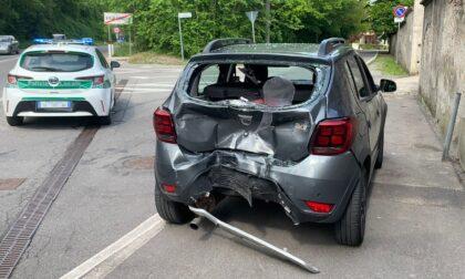 Due feriti nello scontro tra uno scooter e un'automobile